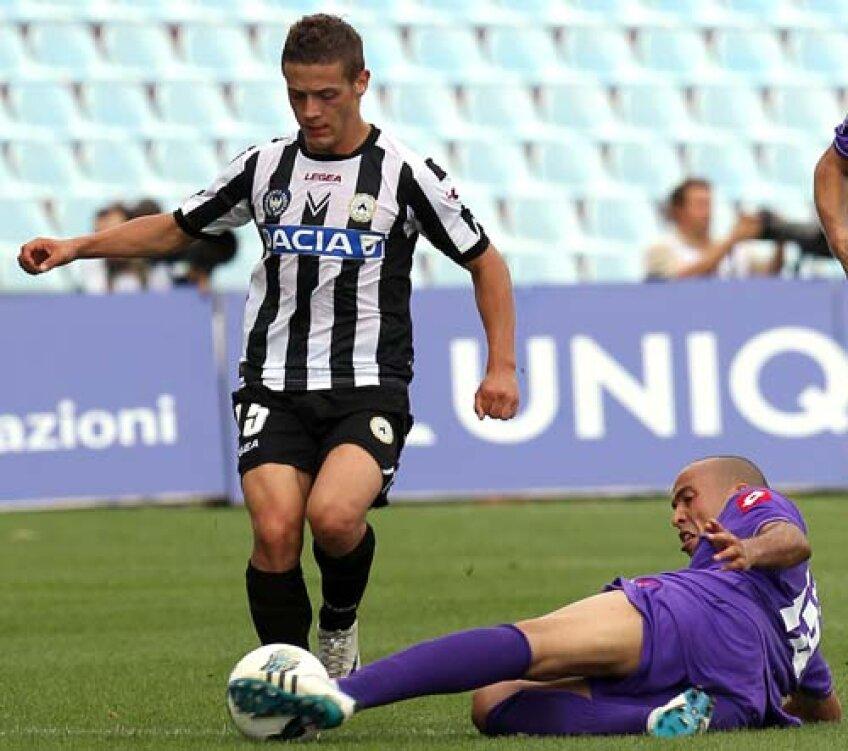 Torje (stînga, în duel cu Kharja) a avut procentaj de 100% al paselor reușite (11), cîștigînd 5 dueluri din 12 cu adversarii de la Fiorentina