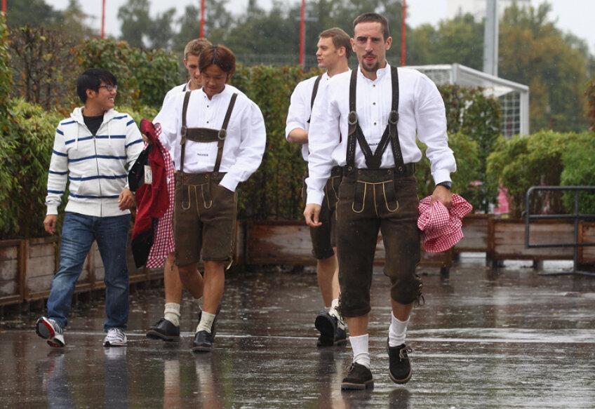 Ribery şi colegii săi de la Bayern participă la Oktoberfest foto: getty