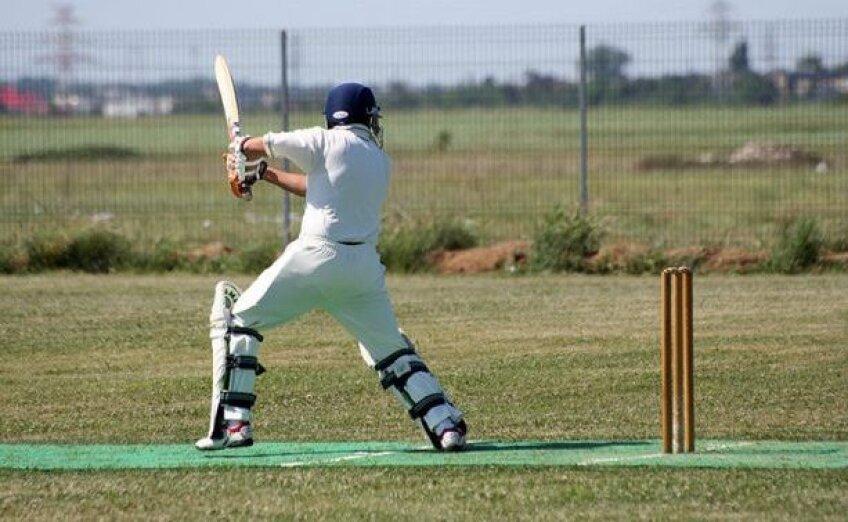 În România există șapte echipe de cricket, la care sînt legitimați 150 de jucători