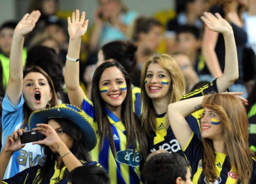 Turcii au găsit o soluţie originală pentru a combate violenţa de pe stadioane. Vor să populeze tribunele exclusiv cu femei şi copii!