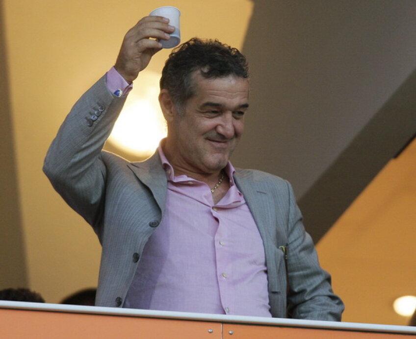Gigi Becali şi-ar dori ca Steaua să aibă imn şi suporteri ca a-i rapidiştilor
