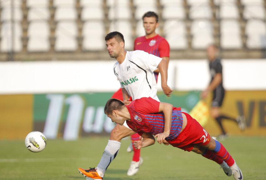Rusescu a ratat cît toată echipa Stelei la un loc