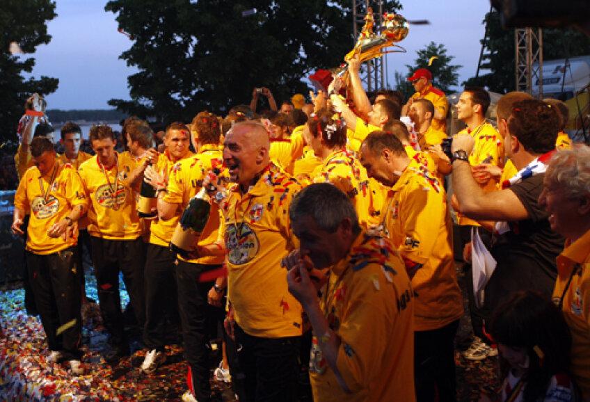Euforia cîştigării campionatului a trecut rapid, iar la Galaţi pare a se instala haosul
