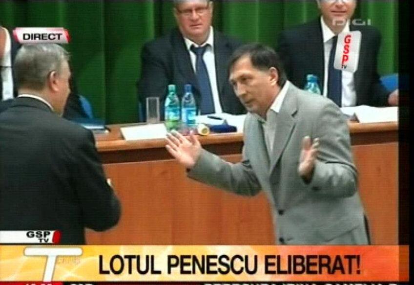 În mai 2009, exact în ziua în care televiziunile făceau breaking news cu eliberarea unor arestaţi din lotul Penescu, Ion Crăciunescu refuza distincţia oferită cu prilejul Centenarului FRF