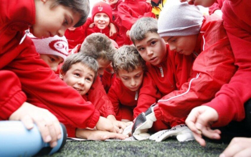 Puştii lui Dinamo îi bat pe rivalii de la Steaua pe unde îi prind