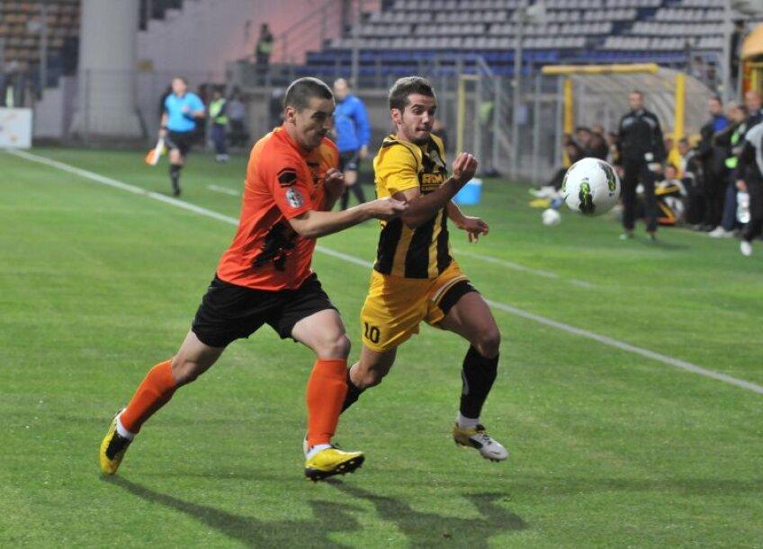 Chipciu (dreapta) a marcat aseară al optulea său gol în Liga 1, toate fiind reușite sub Tîmpa. FOTO Bogdan Bălaș