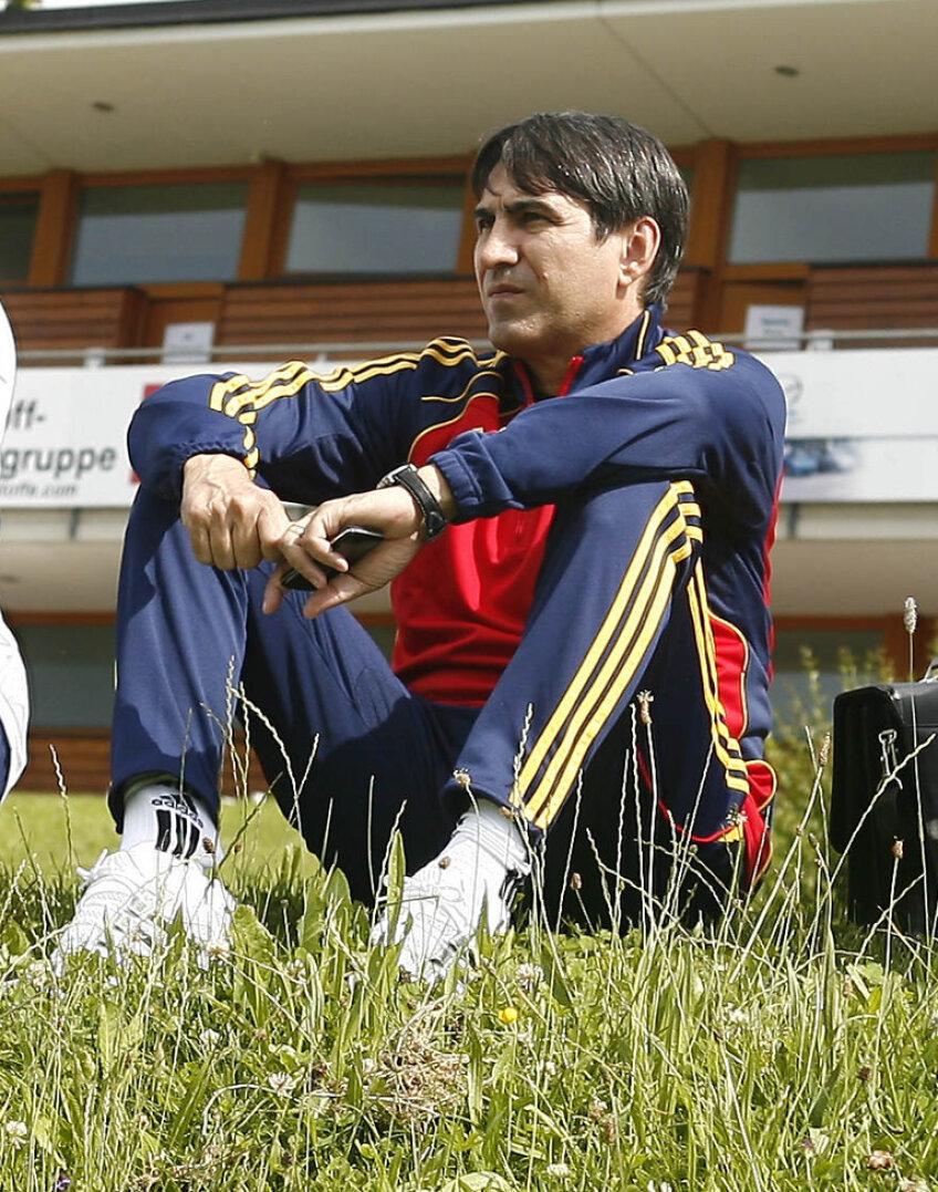 Federaţia Română de Fotbal a reuşit în aceste zile să programeze un meci amical cu reprezentativa Belgiei la Bucureşti, pe 11 noiembrie, adică exact atunci cînd e planificată prima manşă din play-off-ul pentru Campionatul European din 2012.