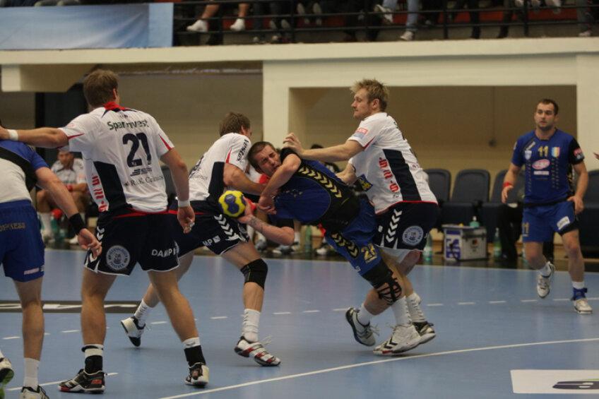 Alex Csepreghi a văzut ce greu e cu nemţii în meciul din sezonul trecut cu Flensburg  Foto: Telegraf (Constanţa)