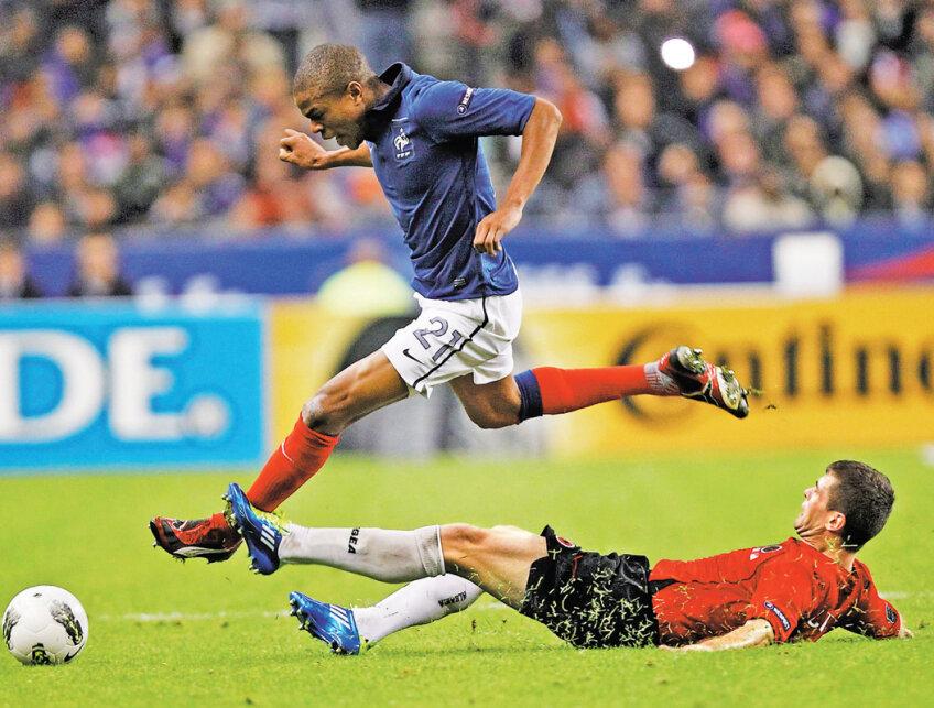 Alături de Nasri, Remy (stînga) a fost aseară printre cei mai buni francezi y Foto: Reuters