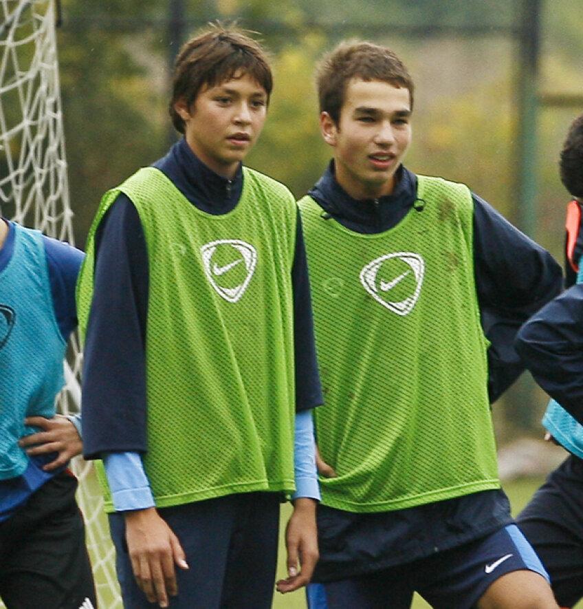 Andrei Stan (stanga) şi Alex, fiul cel mai mic al lui Anghel Iordănescu, sînt foarte buni prieteni