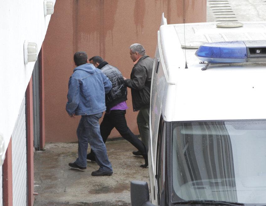 George Ionuţ Tănăsoaia a fost dus încătuşat în faţa judecătorilor, conform procedurii. Cel care i-a cauzat moartea americanului Hardy este finul unui membru marcant din clanul Butoane