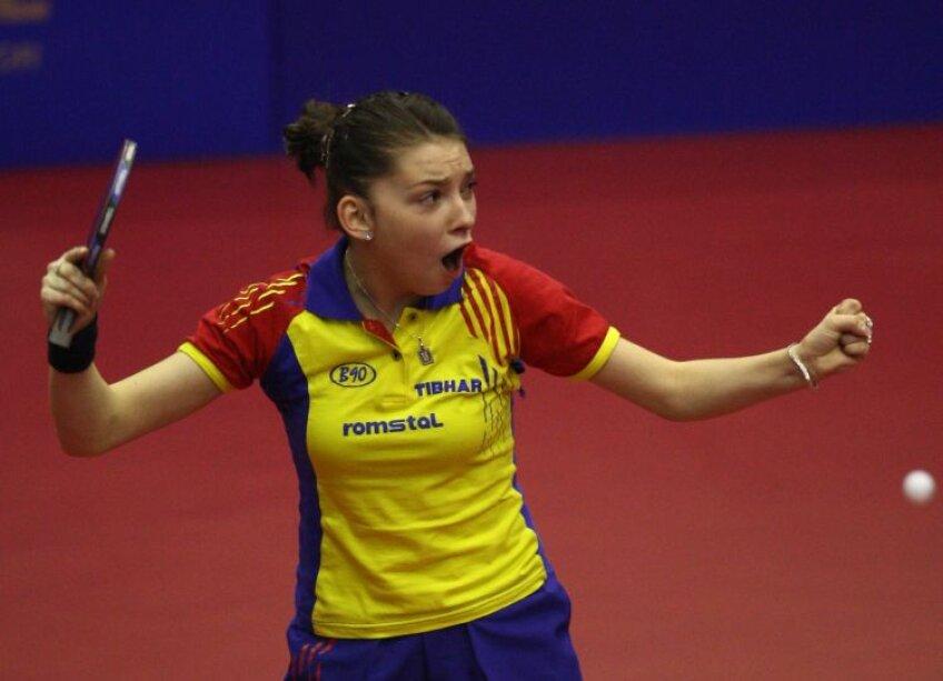Bernadette Szocs a ţipat de bucurie după victoria din semifinale Foto: Alex Nicodim