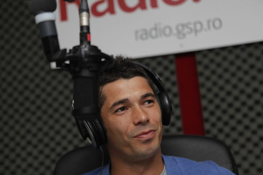 Mai tot timpul cu zîmbetul pe buze, Herea s-a simţit ieri în largul lui în studioul Radio GSP, la fel ca pe terenul de joc