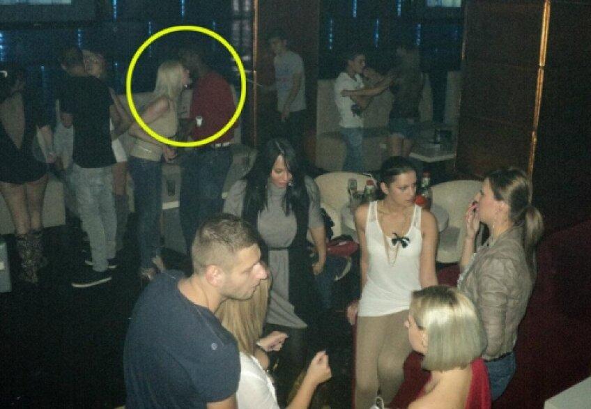 Imagine cu Hardy surprinsă în club Emotione