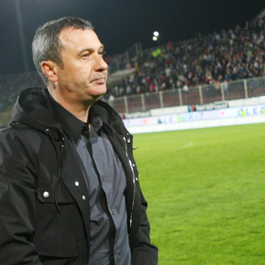 Dinamoviştii l-au obligat pe Rednic să le fie antrenor de casă în schimbul unui jucător
