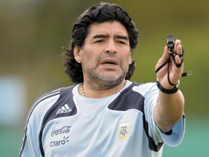 Maradona nu mai suportă să antreneze fotbalişti neprofesionişti la Al Wasl