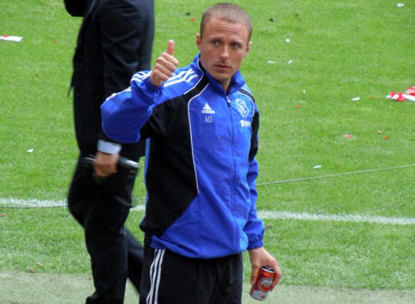 Santoni este mereu alături de fotbaliştii lui Ajax (foto: footballfabulous.com)