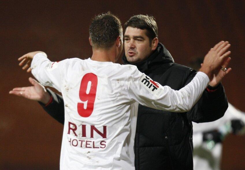 Doi oameni decisivi: antrenorul Ciobotariu şi golgeterul Niculae (10 goluri în 10 etape)