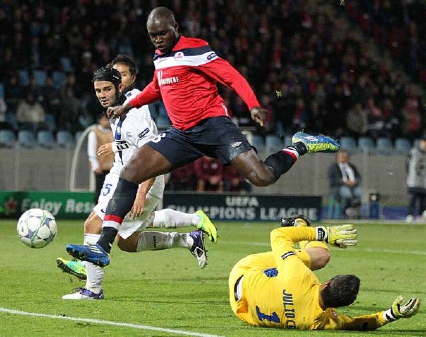 Chivu (în stînga) a bifat la Lille al patrulea joc ca integralist din 10 ale lui Inter în toate competiţiile