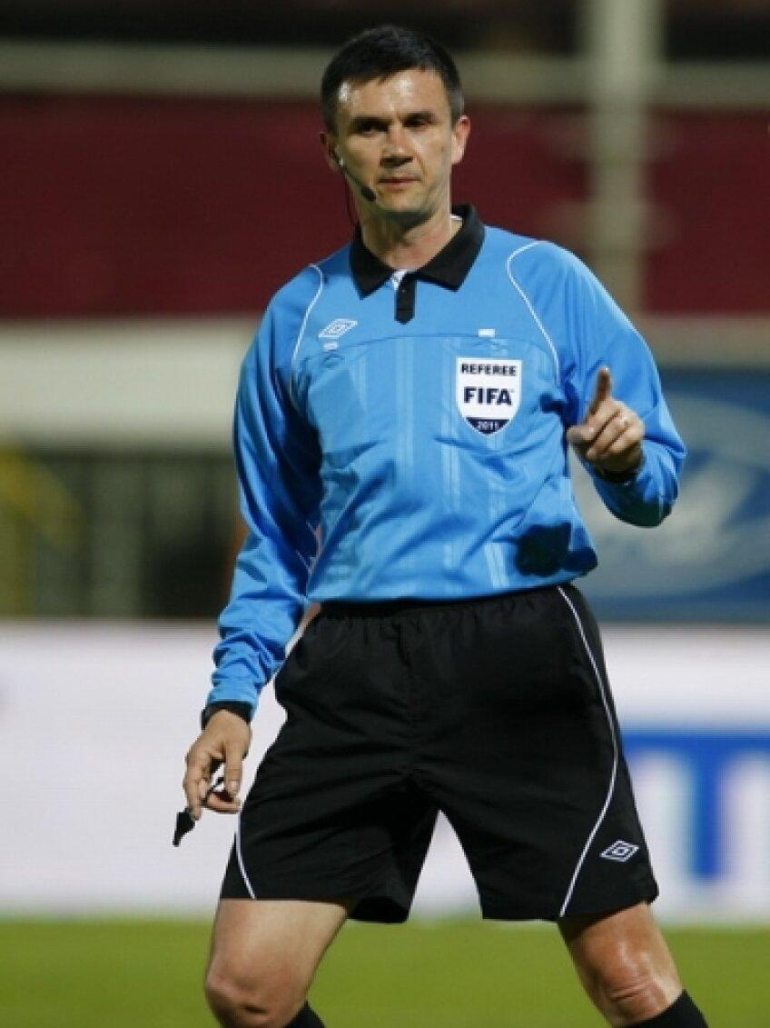 Cristi Balaj va arbitra Dinamo - FC Braşov