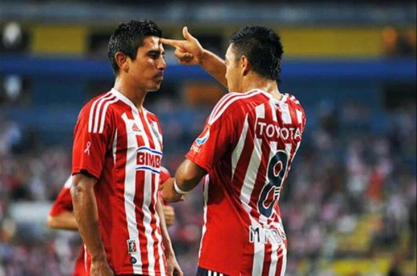 Marco Fabian (dreapta), 22 de ani, este considerat unul dintre jucătorii de viitor ai Mexicului, pentru care a evoluat în trei partide.