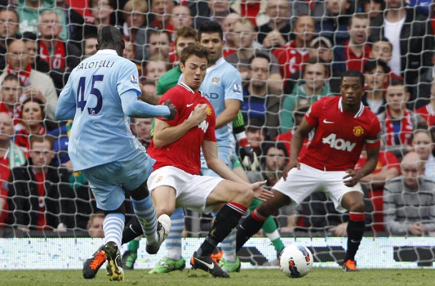 Începutul dezastrului pentru Man. United. Balotelli deschide scorul pe Old Trafford. FOTO Reuters
