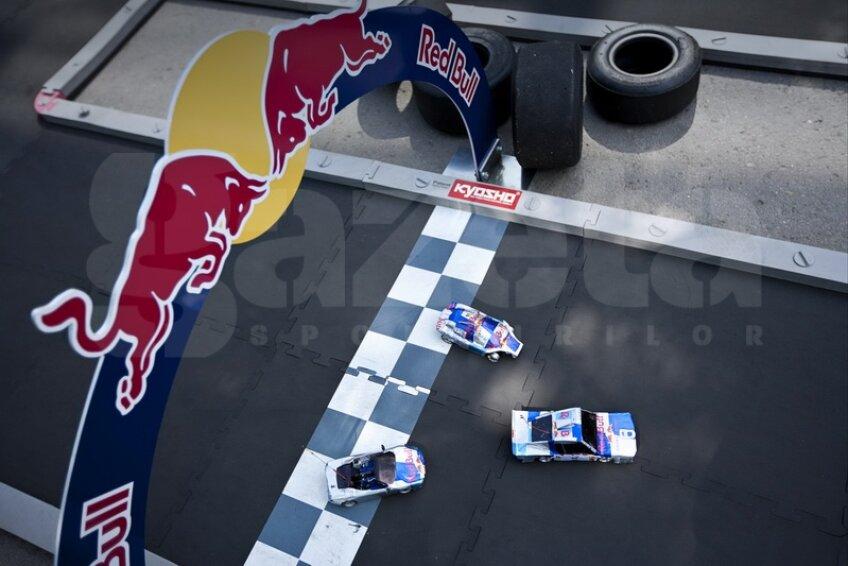 2 români merg la fabrica Red Bull Racing de la Milton Keys!