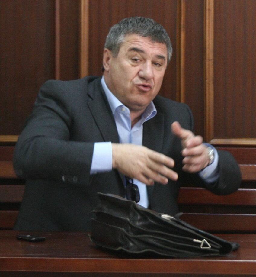 Victor Becali crede că Adrian Mititelu trebuie să dispară din fotbalul românesc