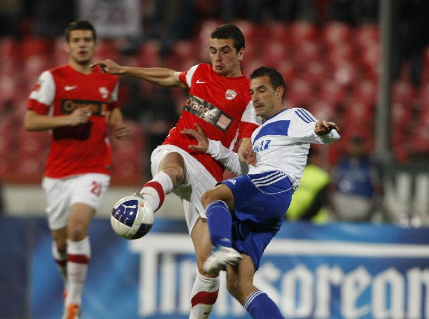 """LIviu Ganea (stînga) a reușit aseară o """"dublă"""" plus o pasă de gol. FOTO Raed Krishan"""