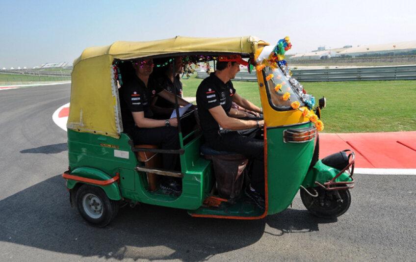 Britanicul Jenson Button, pilotul lui McLaren, a pornit în cursa pentru titlul la Formula ricşelor. Cel la F1 e decis deja. Vettel este nr. 1 Foto: AFP