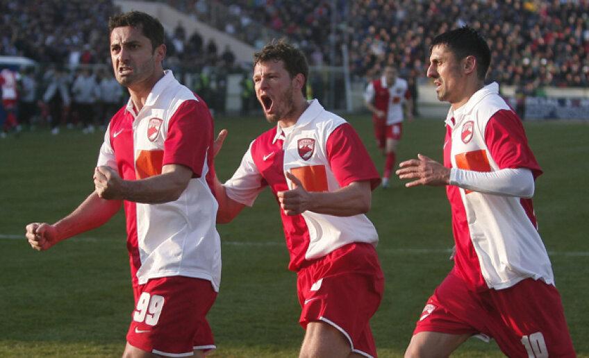 Cele mai terifiante înfrîngeri ale ardelenilor sînt cu Dinamo: au luat de două ori bătaie cu 8-0, în 1956 și în 1998, ultima dată fundașul Ciobotariu deschizînd scorul