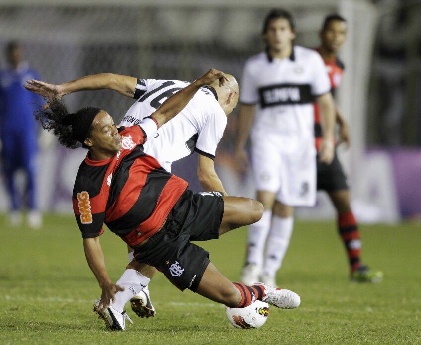 Ronaldinho a avut una dintre cele mai hilare execuții ale carierei (foto: Reuters)
