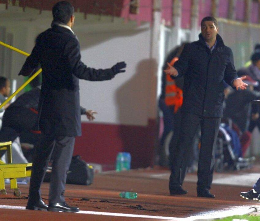 Răzvan Lucescu şi Liviu Ciobotariu au dialogat de la distanţă pe durata meciului