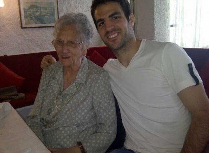 """Un nepot """"de milioane"""": Cesc Fabregas împreună cu bunica lui"""