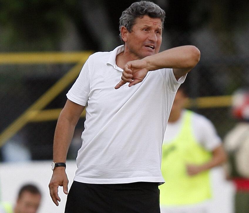 Mulţescu (60 de ani) a antrenat în cariera sa nu mai puţin de 20 de formaţii din Liga 1, Turcia sau Arabia Saudită