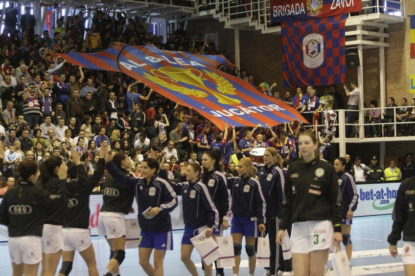 320 de români vor fi alături de fetele de la Oltchim foto: Raed Krishan