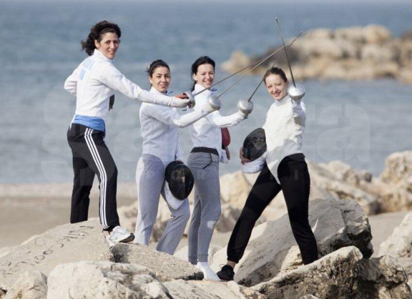 Anca Măroiu, Loredana Dinu, Simona Gherman și Ana Maria Brînză (de la stînga la dreapta) mînuiesc armele la fel de bine ca pe planșă, chiar și pe stabilopozi