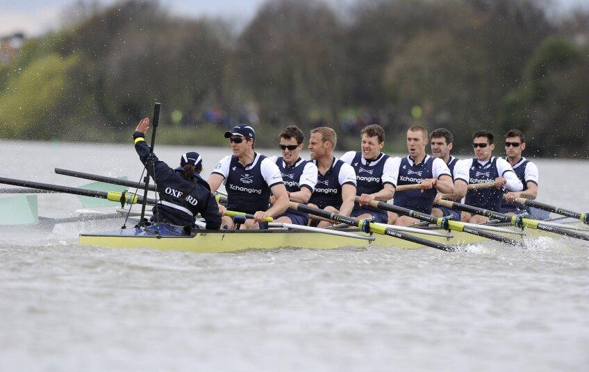 Cursa de canotaj dintre universităţile Oxford şi Cambridge a fost perturbată de un incident foto: reuters