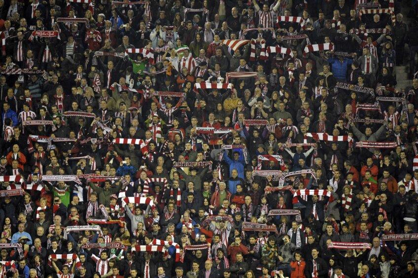 Ipostază din tribune la partida lui Bilbao cu Schalke (foto: Reuters)