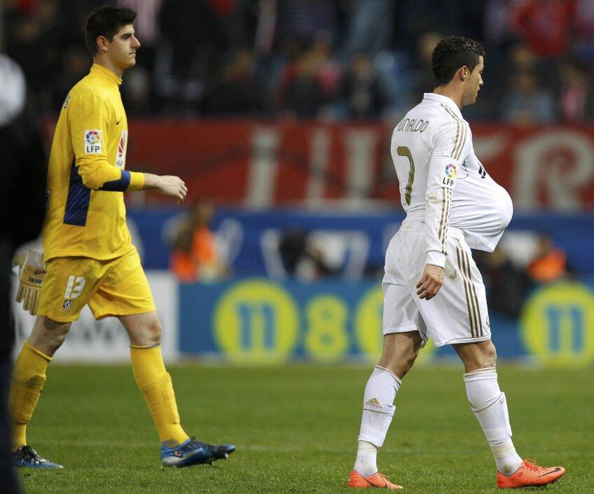 Cristiano Ronaldo și portarul pe care l-a bătut de trei ori, belgianul Courtois (foto: Reuters)