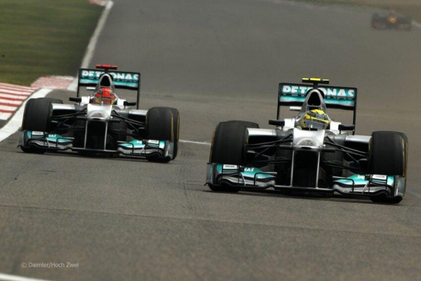 Monoposturile McLaren au plecat din prima linie a grilei de start Foto: f1fanatic.co.uk