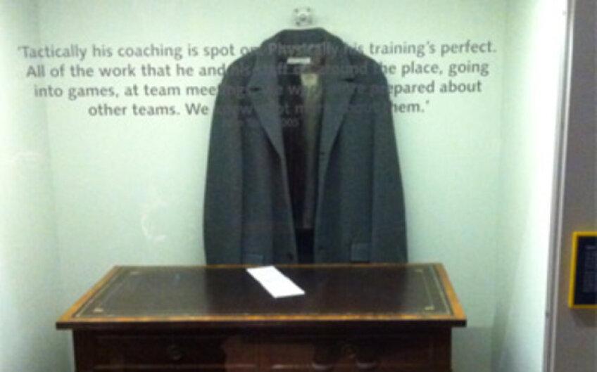 Paltonul pe care Jose Mourinho îl purta cît a stat la Chelsea