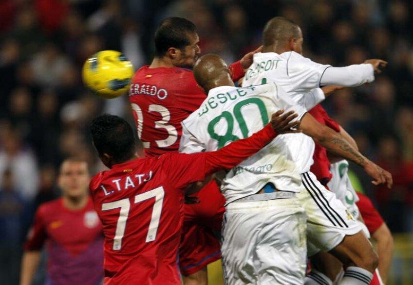 Geraldo nu a reuşit să îl blocheze pe Wesley şi brazilianul a marcat lejer.