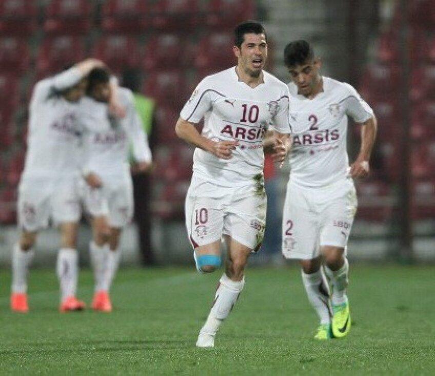 Herea e golgeterul Rapidului, cu 10 goluri reuşite în acest sezon.