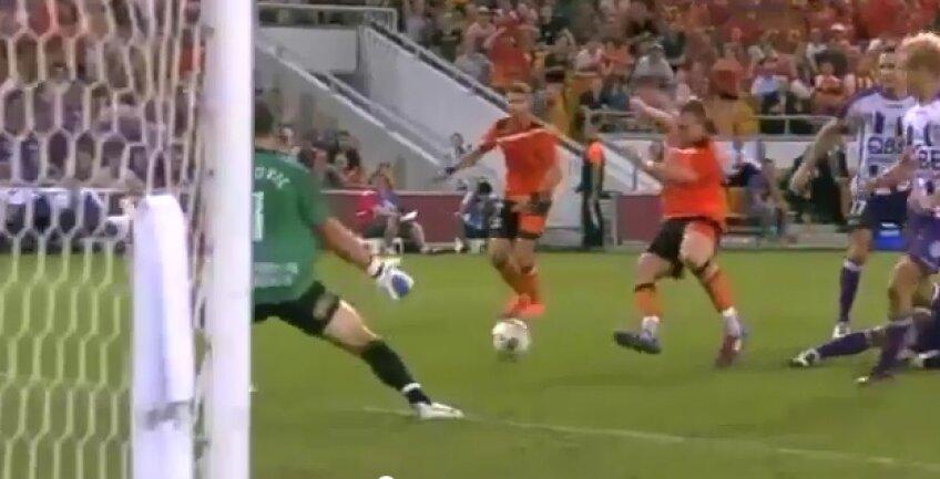 Momentul în care Berisha se încurcă singur, dar obține penalty