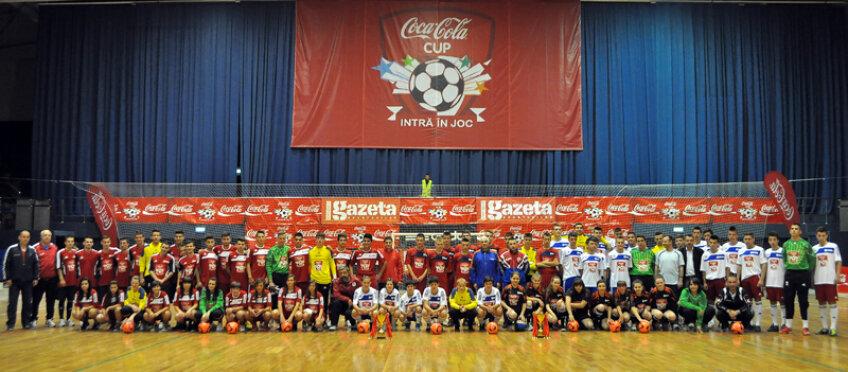 Înainte de startul primei partide, toate echipele au făcut poza de…prezentare // Foto: Vlad Pahonţu