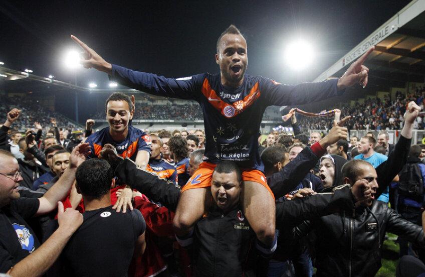 Jucătorii lui Montpellier sărbătoresc titlul după meciul cu peripeții de la Auxerre, întrerupt în total 41 de minute din cauza fanilor gazdă // Foto: Reuters