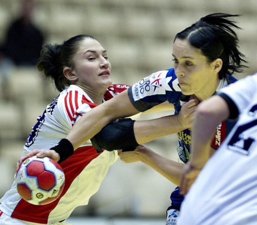 Olga Vetkova și Aurelia Brădeanu într-un duel din 2010