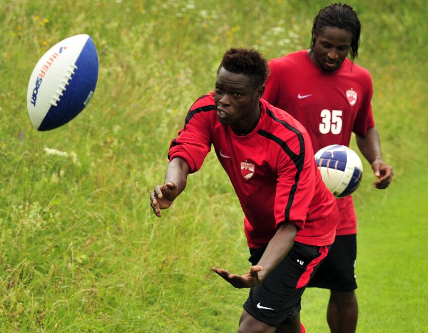 Issa Ba a marcat un gol în 7 prezențe pentru dinamoviști, Koulibaly a jucat în 8 meciuri și-a lăsat o impresie hazlie