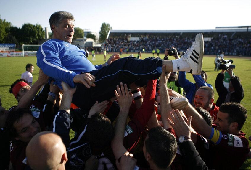 Şi în 2008, la fel ca în 2012, Andone a cîştigat trofee, însă nu şi voturile fanilor
